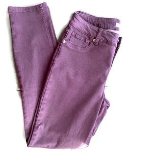 Westport grape colored skinny jeans. Size: 6